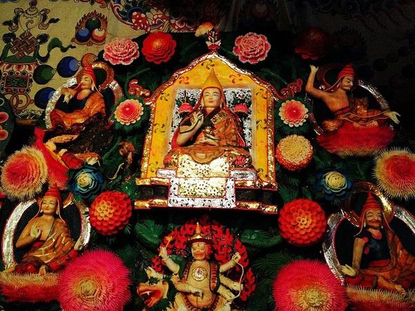 Архив:Монахи из пров. Ганьсу продлили выставку традиционного масляного барельефа