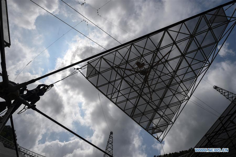 Скоро завершится монтаж зеркала крупнейшего в мире радиотелескопа