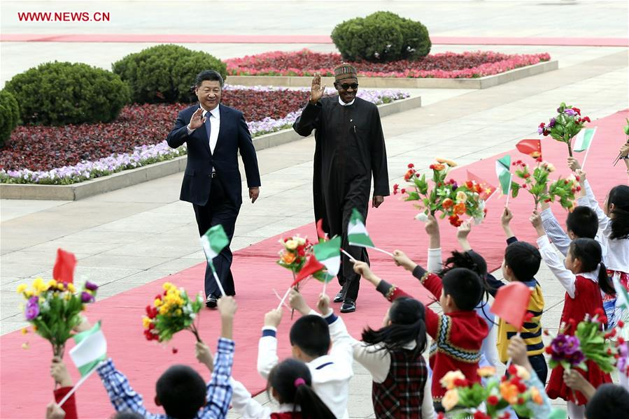 Chinese President Xi Jinping (L) holds a welcoming ceremony for Nigerian President Muhammadu Buhari before their talks in Beijing, capital of China, April 12, 2016. (Xinhua/Ma Zhancheng)