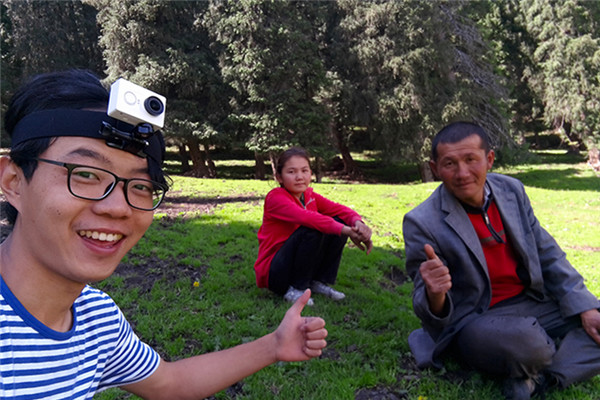 Equipped with a bicycle and a camera, Shui Zheng cycled to more than 20 cities or towns in the Xinjiang Uygur Autonomous Region, including Yili, Kashgar and Aksu, covering a distance of around ten thousand kilometers.