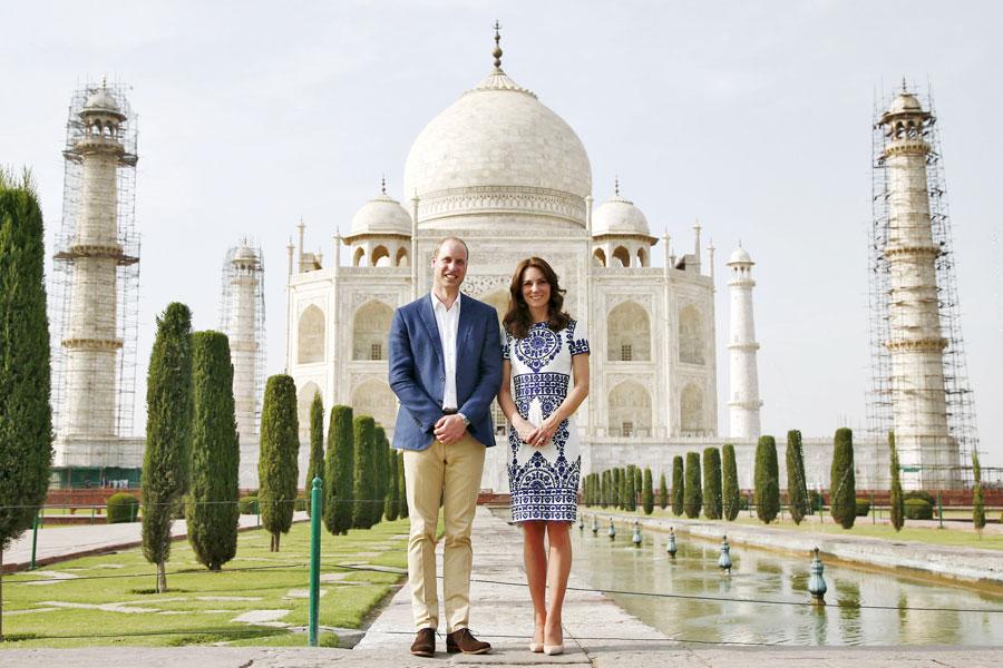 Le couple royal britannique en visite au Taj Mahal