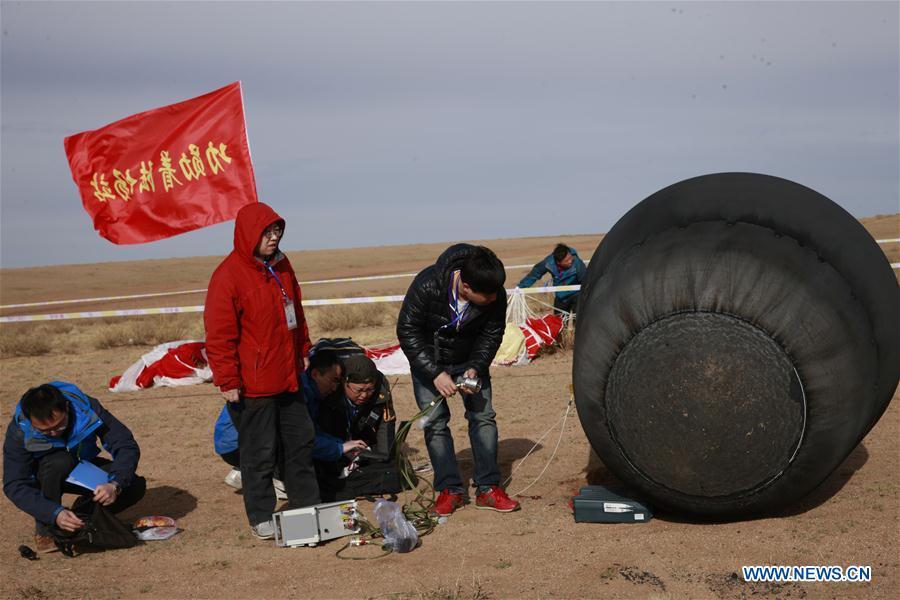 """Возвращаемая капсула первого китайского спутника для исследования микрогравитации """"SJ-10"""" вернулась на Землю"""