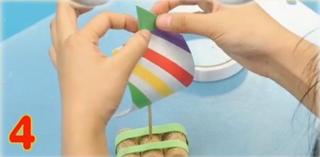 第四步:用海绵纸做彩旗