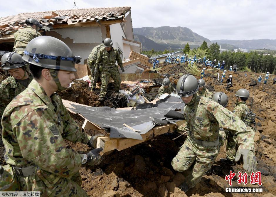В спасательных работах задействованы более 30 тысяч специалистов