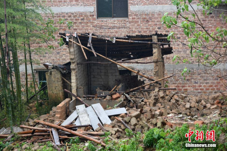 Архив:На провинцию Гуандун обрушились проливные дожди со шквалистым ветром
