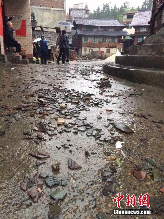 На провинцию Гуандун обрушились проливные дожди со шквалистым ветром