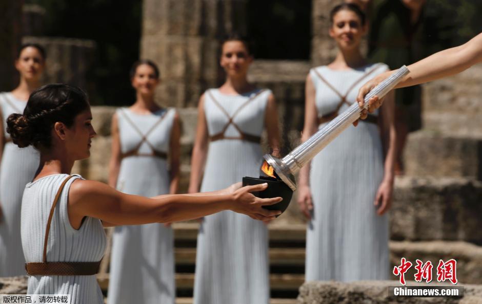 В Древней Олимпии зажгли огонь летних Олимпийских игр 2016 года