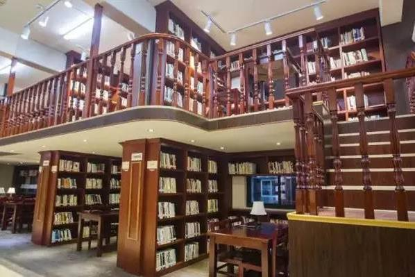 В городе Вэньчжоу работает 15 24-часовых книжных магазинов