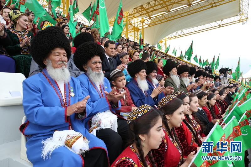 В Туркменистане прошел конкурс красоты среди лошадей ахалтекинской породы