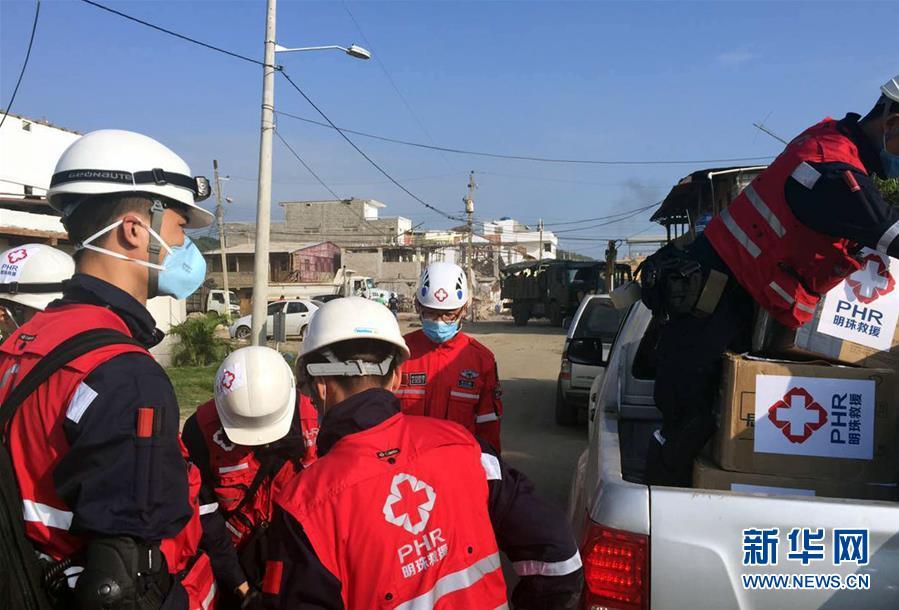 Бригада китайских спасателей помогает в ликвидации последствий стихии