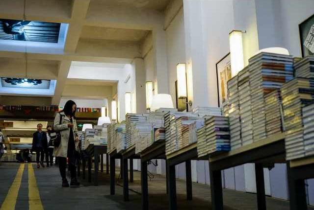Цифровая эпоха кардинально изменила читательские привычки китайцев