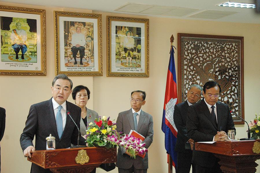 Главы МИД КНР и Камбоджи обсудили вопросы Южно-Китайского моря