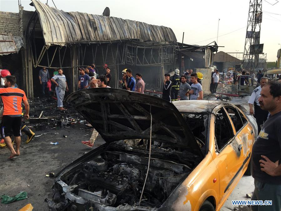 People gather at the site where a car bomb exploded at a marketplace in Baghdad, Iraq, on April 25, 2016. The car bomb attack left at least seven civilians killed and some 30 others wounded. (Xinhua/Khalil Dawood)