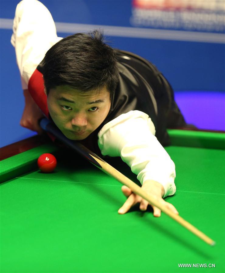 Дин Цзюньхуэй обыграл Дж.Трампа и вышел в четвертьфинал чемпионата мира по снукеру