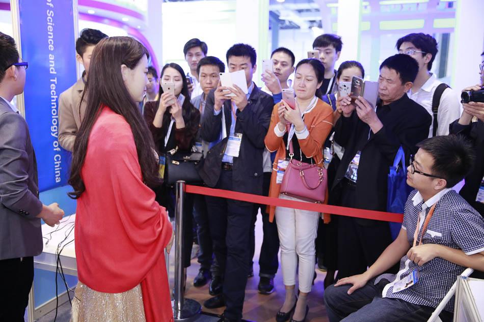 Домашние роботы оказались в центре внимания 4-й Международной технологической ярмарки в Шанхае