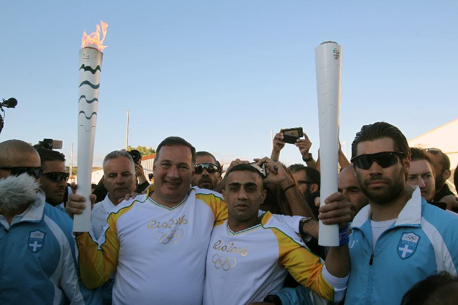Беженец из Сирии пронесет олимпийский огонь через лагерь для мигрантов в Афинах