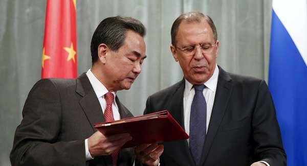 Los ministros de RR.EE. de China y Rusia sostienen conferencia de prensa