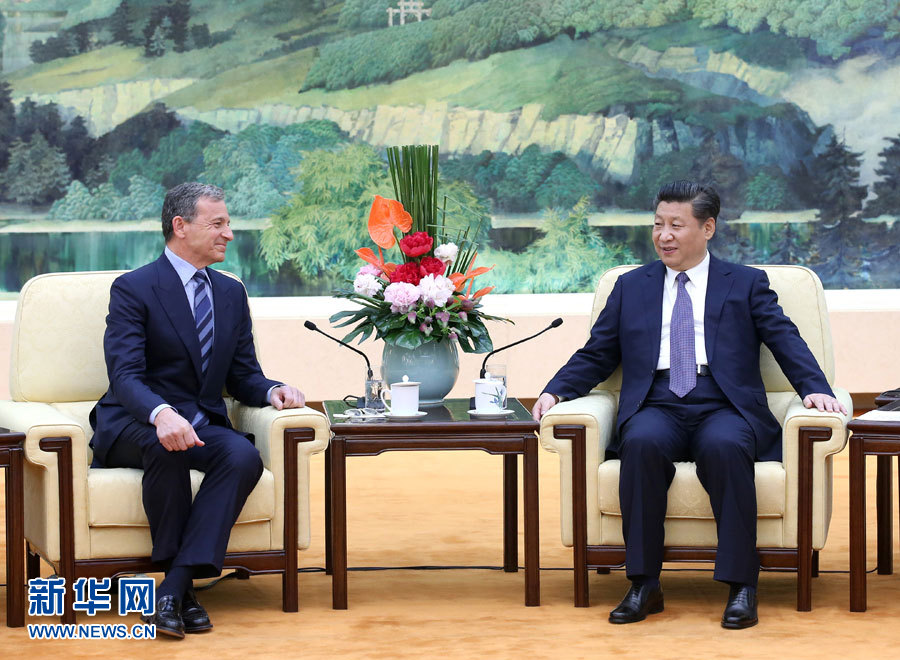 Chinese President Xi Jinping (R) meets with Bob Iger, vice chair of U.S.-China Business Council and chairman and chief executive officer of the Walt Disney Company, in Beijing, capital of China, May 5, 2016. (Xinhua/Pang Xinglei)