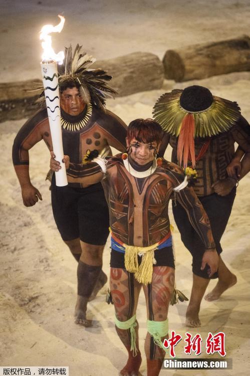 JO 2016 : les indigènes organisent une cérémonie pour le passage du flambeau