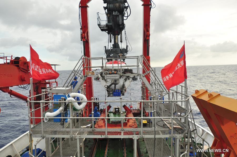 """Батискаф """"Цзяолун"""" завершил программу погружений на подводную гору Вэйцзя"""