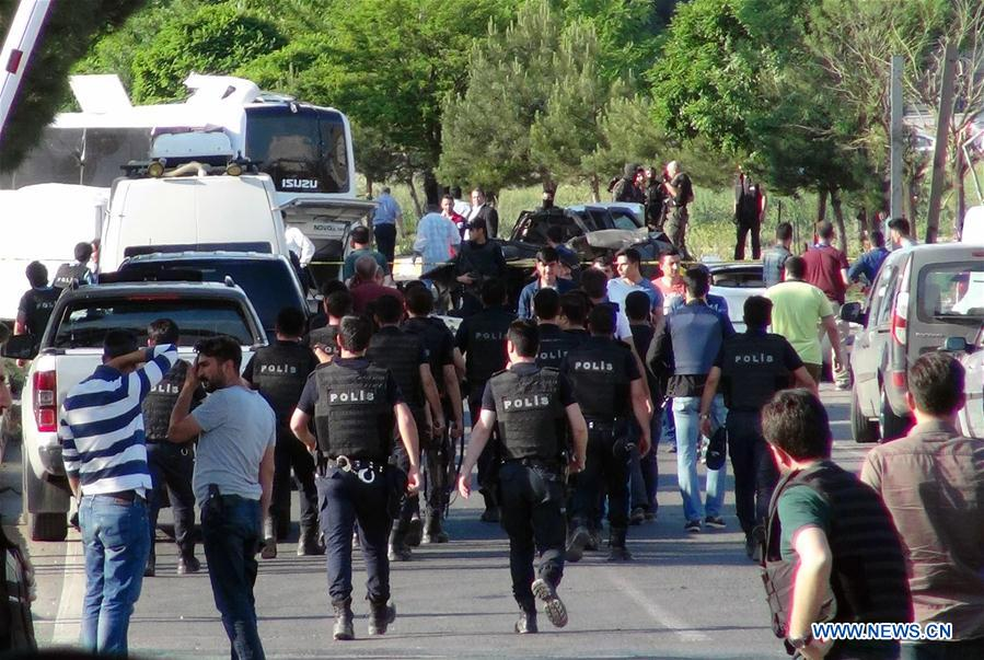 Turkish police arrive at the site of a bomb attack in Diarbakir, Turkey, May 10, 2016. Three people killed, 45 others, including 12 police officers, wounded Tuesday in a car bomb attack at a police shuttle in southeastern Diyarbakir province of Turkey. (Xinhua/Mert Macit)