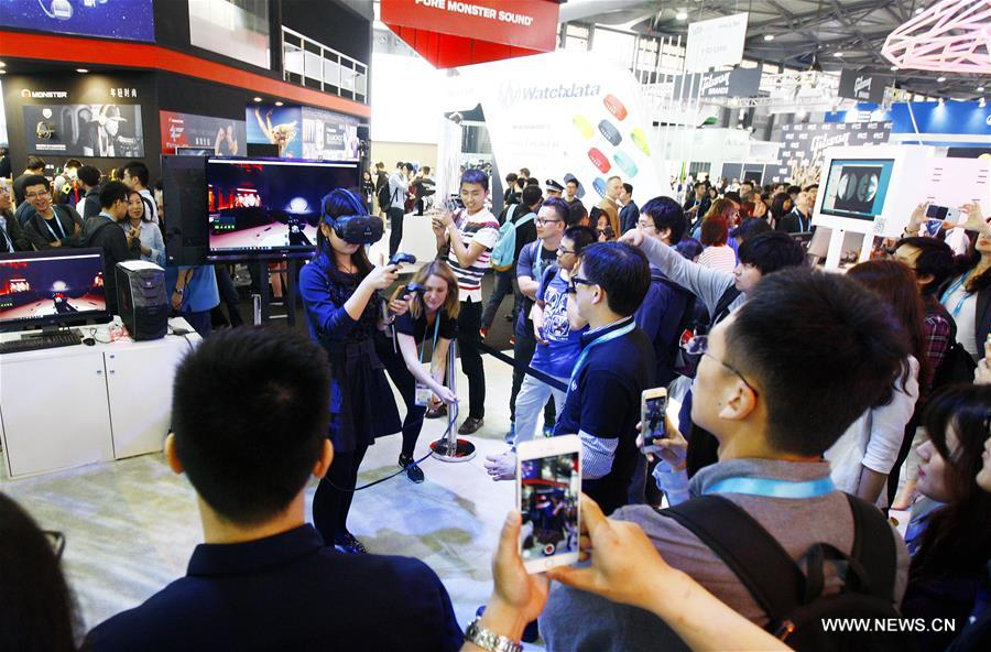 SHANGHAI, May 11, 2016 (Xinhua) -- A visitor experiences a game based on VR technology during CES Asia 2016 in Shanghai, east China, May 11, 2016. The CES Asia 2016, with the participation of over 3,200 enterprises from over 150 countries, kicked off here Wednesday. (Xinhua/Fang Zhe)