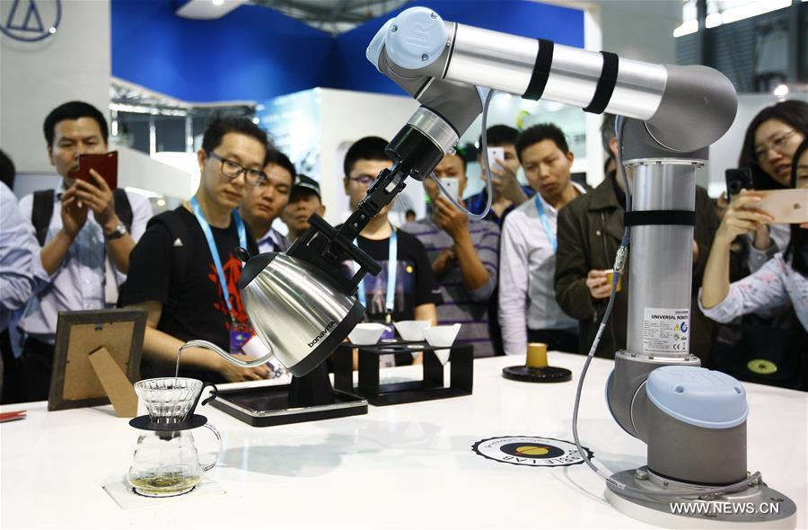 SHANGHAI, May 11, 2016 (Xinhua) -- A robot performs serving tea during CES Asia 2016 in Shanghai, east China, May 11, 2016. The CES Asia 2016, with the participation of over 3,200 enterprises from over 150 countries, kicked off here Wednesday. (Xinhua/Fang Zhe)