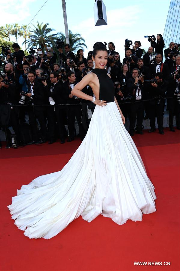 CANNES, May 11, 2011 (Xinhua) -- Chinese actress Li Bingbing poses on the red carpet before the opening of the 69th Cannes Film Festival in Cannes, France, on May 11, 2016. The 69th Cannes Film Festival will be held from May 11 to 22.(Xinhua/Jin Yu)