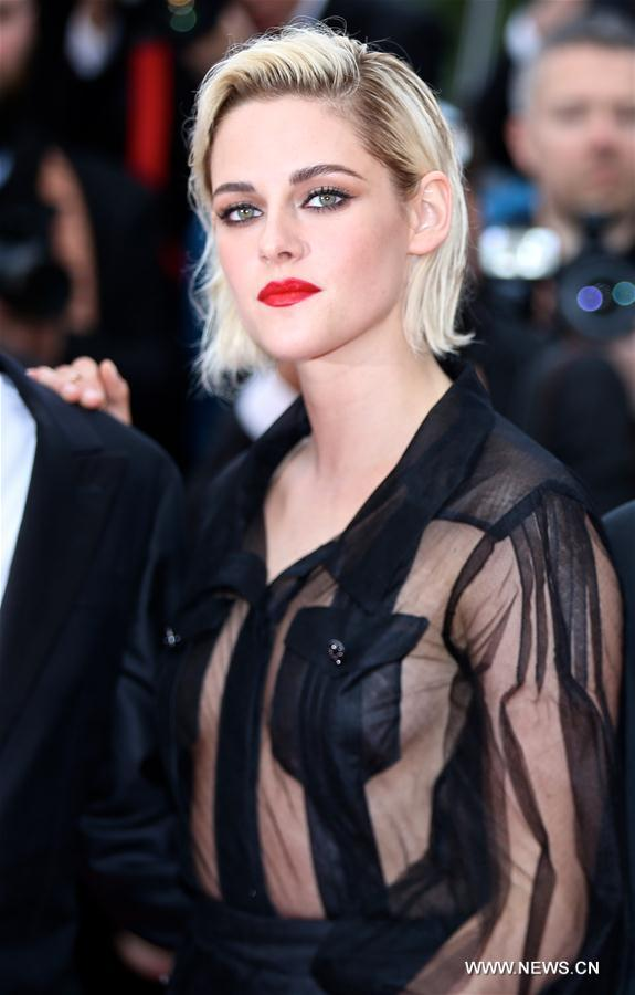 CANNES, May 11, 2011 (Xinhua) -- Actress Kristen Stewart poses on the red carpet before the opening of the 69th Cannes Film Festival in Cannes, France, on May 11, 2016. The 69th Cannes Film Festival will be held from May 11 to 22. (Xinhua/Jin Yu)