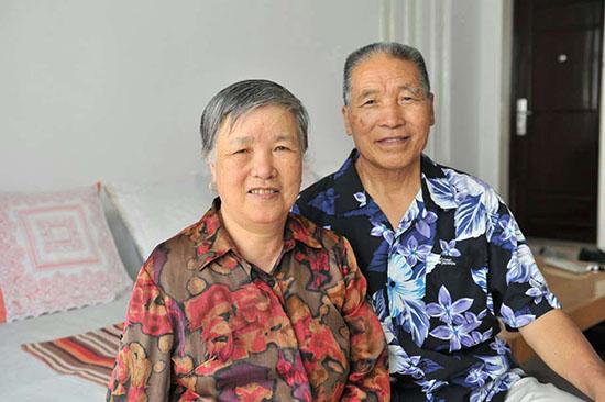 李贵富与爱人结婚60年,相亲相爱