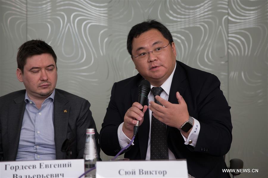 региональный директор LeEco по России и Восточной Европе Сюй Синьцюань отвечает на вопросы журналистов.