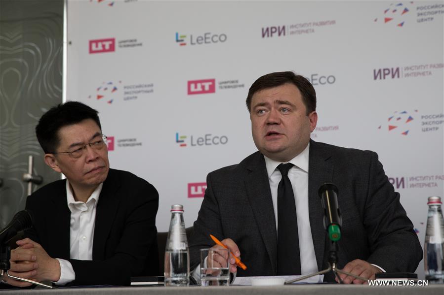 генеральный директор Российского экспортного центра Петр Фрадков выступает на церемонии подписания меморандума.