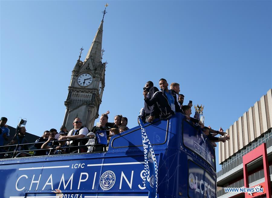 LEICESTER, May 17, 2016 (Xinhua) -- Players and managers of Leicester City FC greet fans during the Leicester City