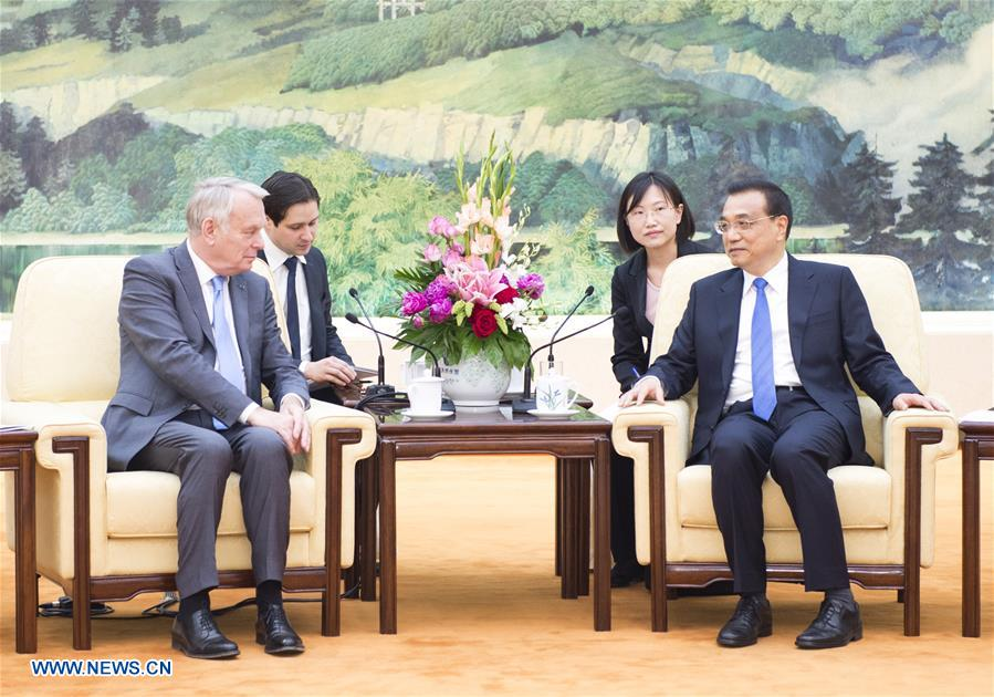 Chinese Premier Li Keqiang(R) meets with French Foreign Minister Jean-Marc Ayrault in Beijing, capital of China, May 16, 2016.(Xinhua/Xie Huanchi)