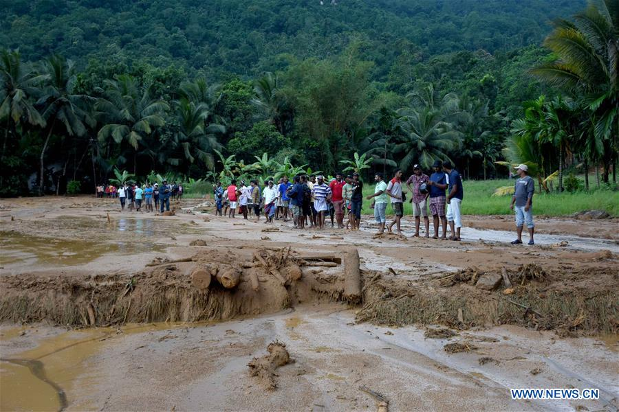 People are seen at the site of a landslide in Kegalle District in Sri Lanka on May 18, 2016. The death toll from Sri Lanka