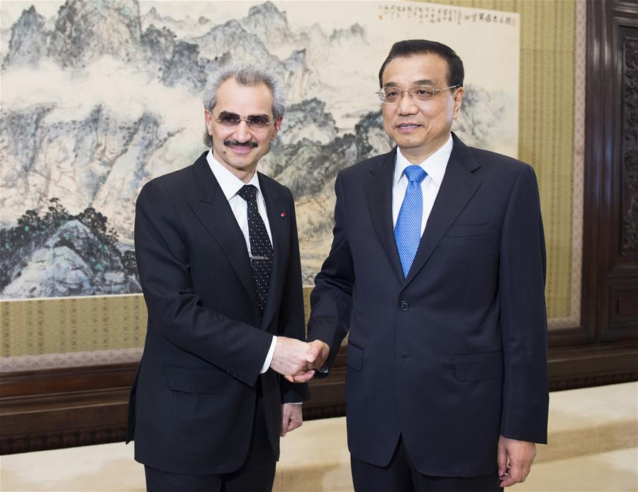BEIJING, May 19, 2016 (Xinhua) -- Chinese Premier Li Keqiang (R) meets with visiting Saudi Arabian Prince Alwaleed Bin Talal Bin Abdulaziz Alsaud, chairman of the Kingdom Holding Company, a leading investment holding company based in Riyadh, in Beijing, capital of China, May 19, 2016. (Xinhua/Xie Huanchi)