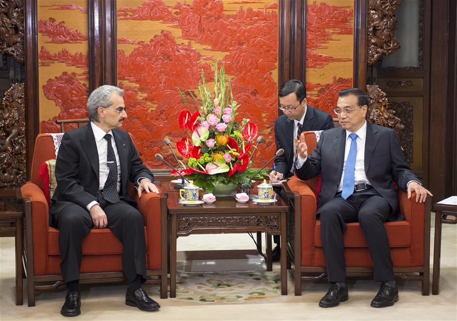 BEIJING, May 19, 2016 (Xinhua) -- Chinese Premier Li Keqiang (R) meets with visiting Saudi Arabian Prince Alwaleed Bin Talal Bin Abdulaziz Alsaud, chairman of the Kingdom Holding Company, a leading investment holding company based in Riyadh, in Beijing, capital of China, May 19, 2016. (Xinhua/Xie Huanchi)