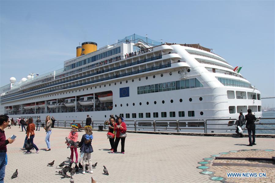 Во Владивосток прибыл один из самых больших в мире пассажирских лайнеров