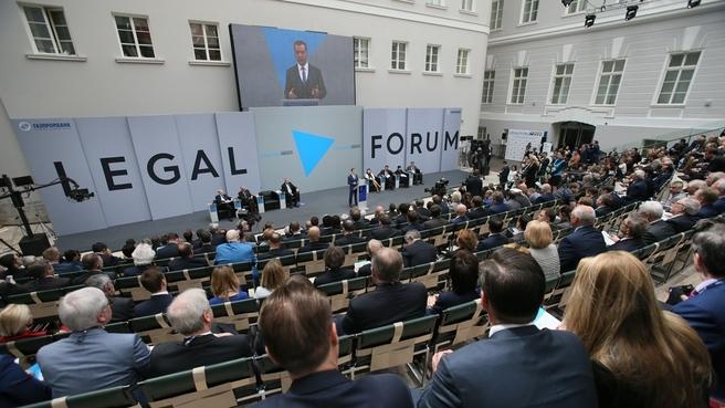 Премьер-министр РФ считает доверие к праву единственным верным путем разрешения международных кризисов