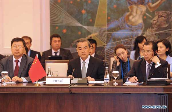 TASHKENT, May 24, 2016 (Xinhua) -- Chinese Foreign Minister Wang Yi (C, front) attends a meeting of the Shanghai Cooperation Organization (SCO) Council of Foreign Ministers in Tashkent, Uzbekistan, May 24, 2016. (Xinhua/Sadat)
