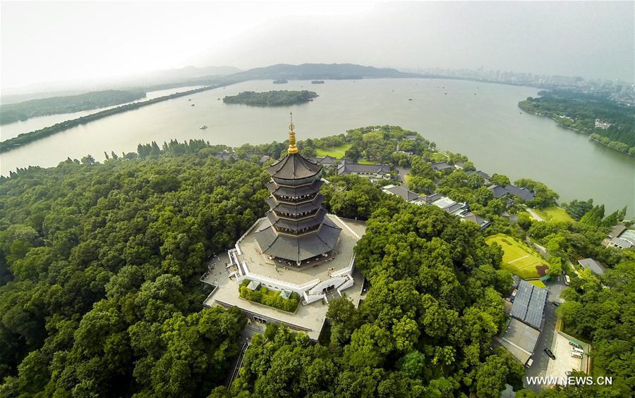 HANGZHOU, 25 mai (Xinhua) -- Vue aérienne de la pagode Leifeng du lac de l