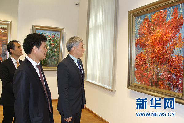 "The exhibition ""Dynamic Life -- Rainbow Colors"" dazzles visitors with Zhou"