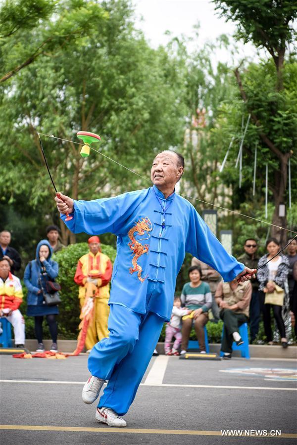 Мастера игры в диаболо из провинции Шаньси
