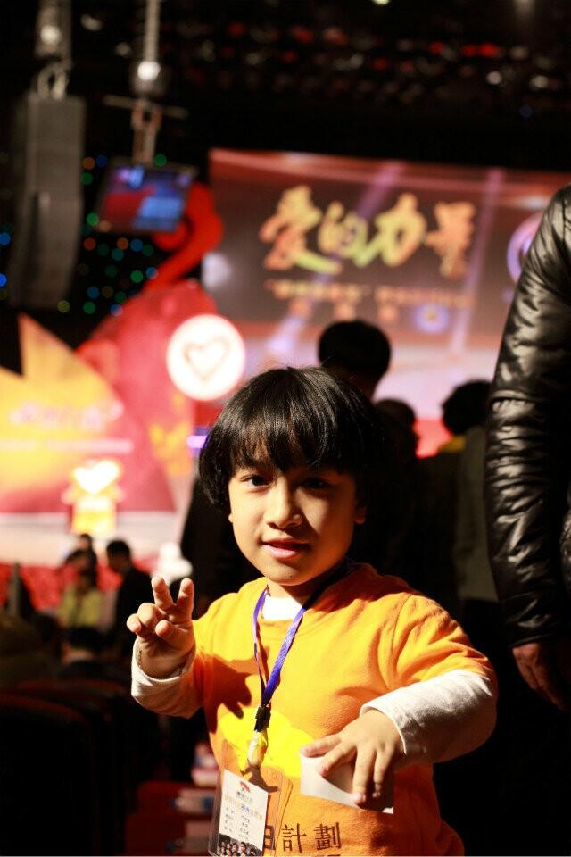 作为麦田计划柳州分社志愿者代表出席柳州市首届慈善奖颁奖典礼