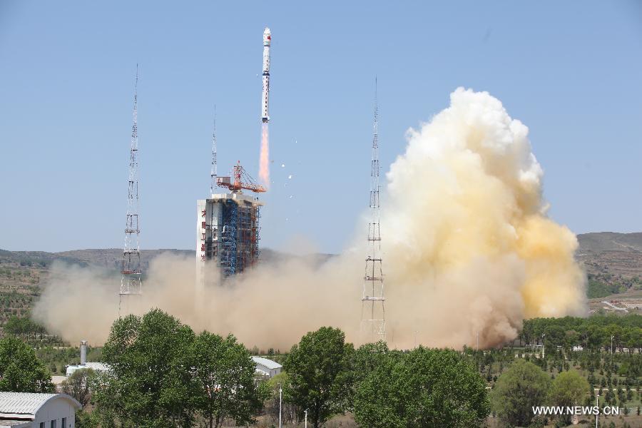 Китай успешно вывел на орбиту три спутника -- один китайский и два микроспутника Уругвая