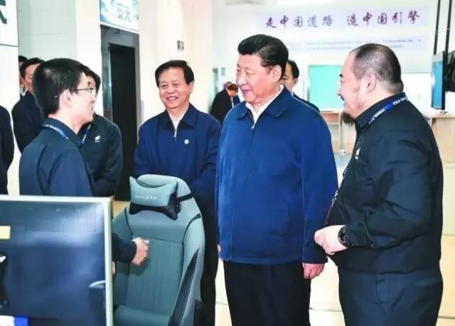 这是5月25日上午,习近平在哈尔滨安天科技股份有限公司听取科技人员介绍网络安全技术研发情况。新华社记者 李涛 摄