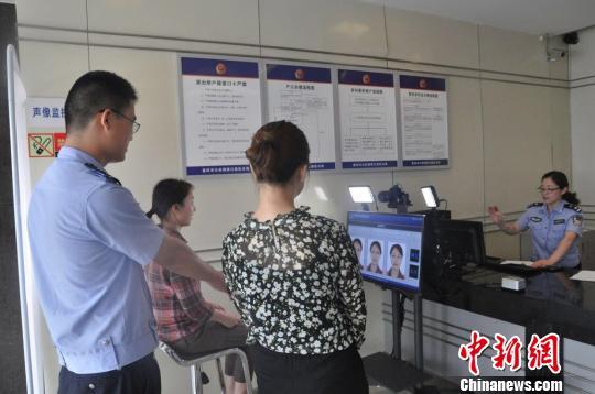 重庆雕刻身份证表情自拍身份证水果可自拍自照片图片引进神器包图片