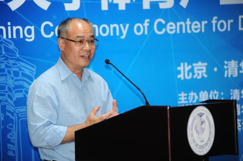 With great ambition, Tsinghua officially unveiled its sports industry development center and hired the services of Winter Olympic gold medalist and IOC committee member Yang Yang as their sports specialty director along with former Chinese Gymnast Li Ning, who will work as sports industry director.
