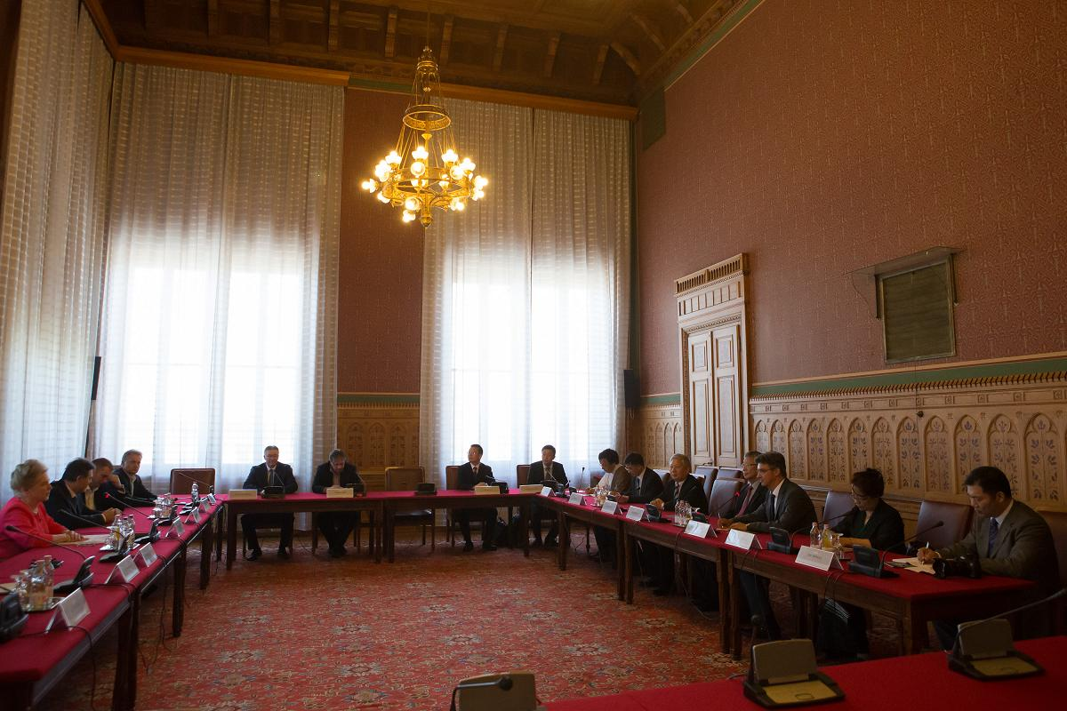 Tibet is on the agenda in Budapest, capital of Hungary, which has received a visit from a Chinese official delegation.