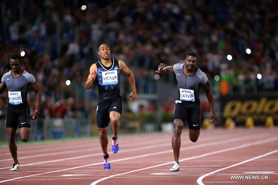 Justin Gatlin (R) of the United States competes during the men